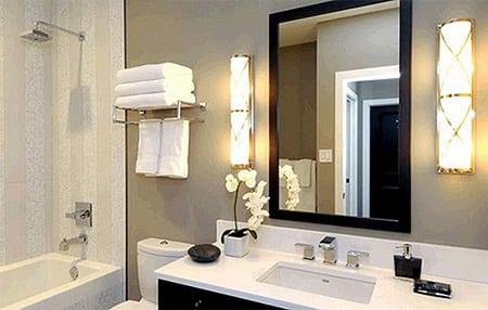 Выделение зон в ванной при помощи света